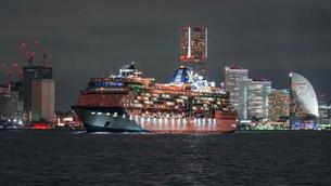 セレブリティーミレニアムの出港の写真素材 [FYI03879142]