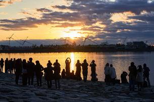 シンデレラ城と初日の出の写真素材 [FYI03879165]