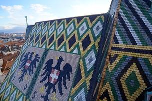 シュテファン大聖堂のモザイク屋根の写真素材 [FYI03879194]