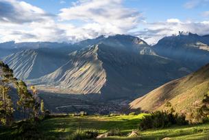 クスコ近郊の風景の写真素材 [FYI03879266]