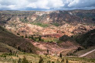 コチャバンバ近郊の風景の写真素材 [FYI03879267]