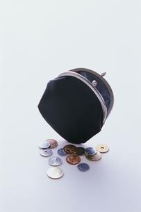がま口財布とコインの写真素材 [FYI03880012]