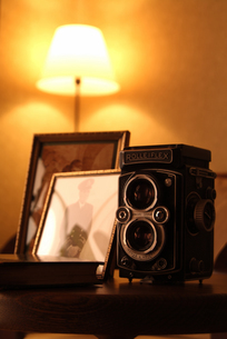 レトロなカメラ 写真立ての写真素材 [FYI03880112]
