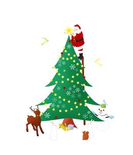 クリスマスツリーを飾るサンタクロースのイラスト素材 [FYI03880360]