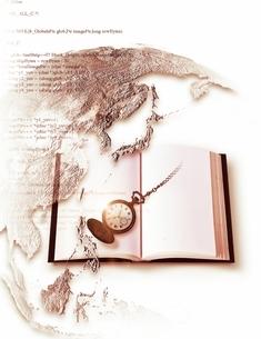 本と世界地図と時計のコラージュの写真素材 [FYI03880908]