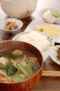 お味噌汁と朝食の写真素材 [FYI03881431]