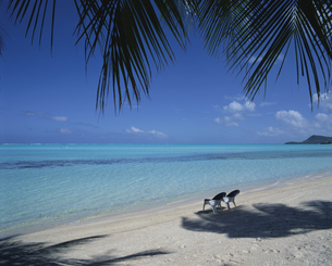 イスのあるビーチの写真素材 [FYI03881938]