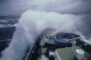 客船の船首の写真素材 [FYI03881970]