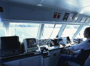 観光船の操舵室の写真素材 [FYI03881971]