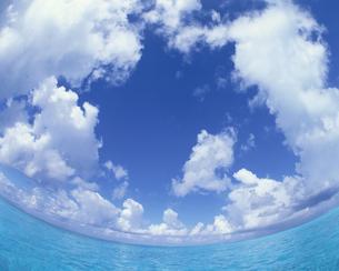 海と入道雲の写真素材 [FYI03882468]