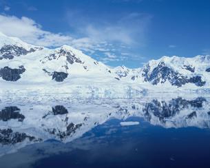 氷山の写真素材 [FYI03882605]