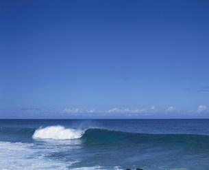 海岸の波の写真素材 [FYI03882832]