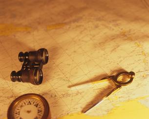 海図と双眼鏡の写真素材 [FYI03882959]