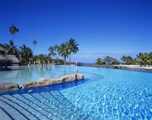 ビーチコンバーホテルのプールの写真素材 [FYI03883088]