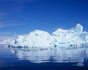 海に浮かぶ氷山の写真素材 [FYI03883391]