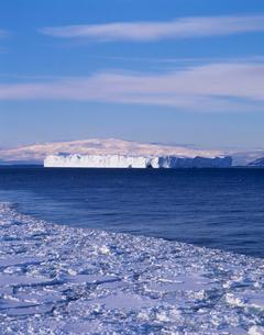 南極大陸と氷山の写真素材 [FYI03883397]