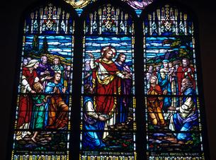 教会のステンドグラスの写真素材 [FYI03883450]