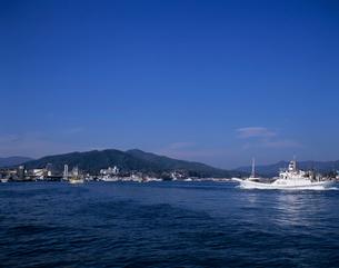 漁から帰るカツオ漁船 気仙沼港の写真素材 [FYI03883628]