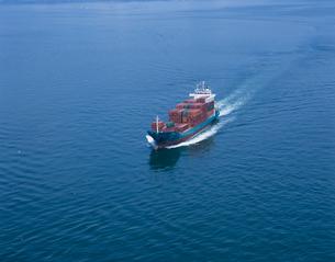 小型コンテナ船 瀬戸内海の写真素材 [FYI03883635]