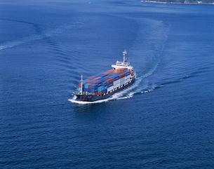 小型コンテナ船 瀬戸内海の写真素材 [FYI03883636]