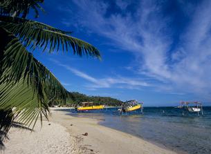 ビーチのボート ボラボラ島の写真素材 [FYI03883746]