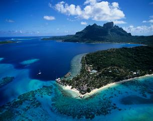 空撮 ボラボラ島の写真素材 [FYI03883761]
