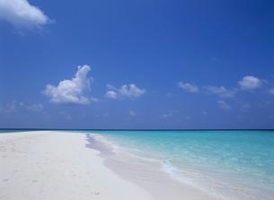 ビーチと雲 モルディブの写真素材 [FYI03883942]