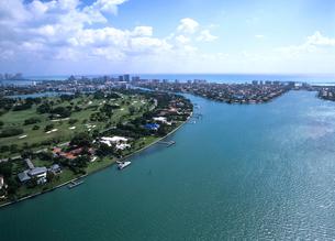 高級住宅街とゴルフ場の空撮 マイアミの写真素材 [FYI03884879]