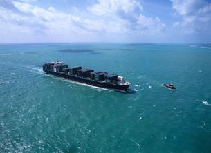 コンテナ船空撮 フロリダの写真素材 [FYI03884891]
