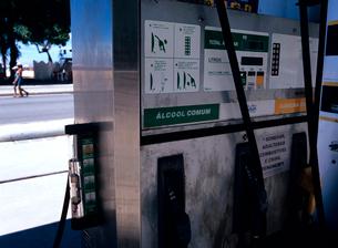 バイオ燃料を売るガソリンスタンドの写真素材 [FYI03885359]