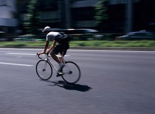自転車通勤 東京都の写真素材 [FYI03886298]