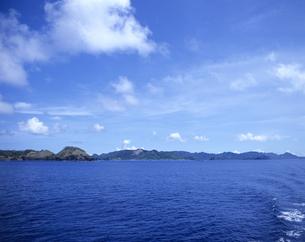 船から見た父島列島の写真素材 [FYI03887191]