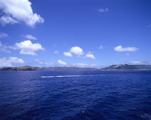 船から見た父島列島の写真素材 [FYI03887194]