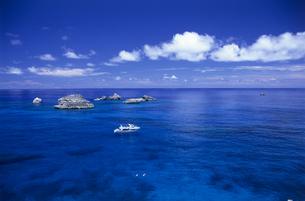 父島から沖二子岩を見るの写真素材 [FYI03887199]
