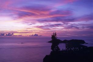 ウェザーステーションからの夕景 父島の写真素材 [FYI03887203]
