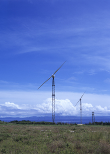 可倒式風力発電設備の写真素材 [FYI03887276]