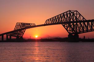 夕景の東京ゲートブリッジの写真素材 [FYI03887579]