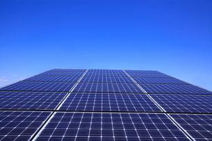 太陽光発電のソーラーパネルの写真素材 [FYI03887696]