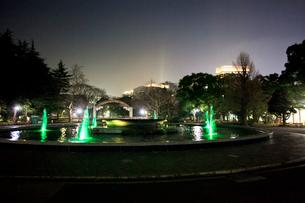 夜の日比谷公園の写真素材 [FYI03887699]