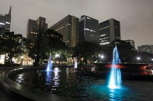 夜の日比谷公園の写真素材 [FYI03887700]