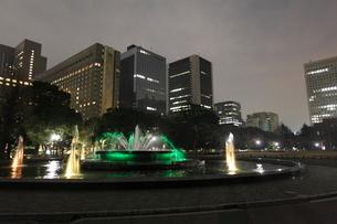 夜の日比谷公園の写真素材 [FYI03887701]