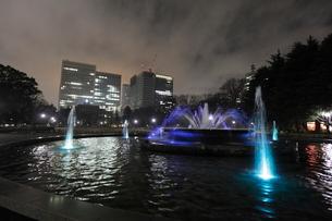 夜の日比谷公園の写真素材 [FYI03887702]