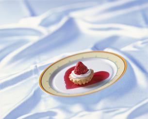 バレンタインイメージケーキの写真素材 [FYI03896422]