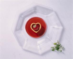 バレンタインイメージケーキの写真素材 [FYI03896428]