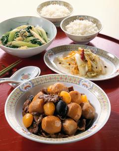 里芋と栗の中華風うま煮の写真素材 [FYI03902849]