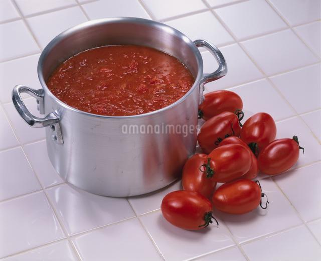 イタリアントマトとトマトソースの写真素材 [FYI03905052]