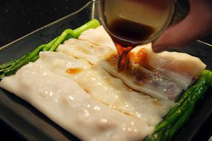 腸粉(中華風クレープ)の写真素材 [FYI03910163]