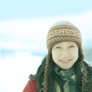 笑顔の女性の写真素材 [FYI03910598]