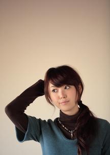 20代女性のポートレートの写真素材 [FYI03911027]