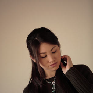 20代女性のポートレートの写真素材 [FYI03911044]